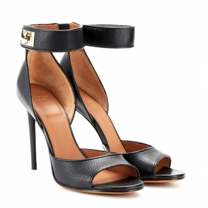 Shark tooth-clasp leather sandals